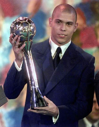 1e0daf92c RonaldoMelhor Jogador da Copa do Mundo da França 1998 - A Bola que Pariu